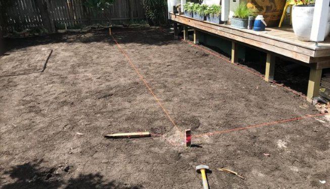 backyard-turf-laying